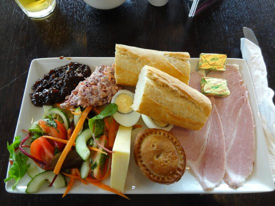 Clayton Hotel Manchester Airport: Looks good, taste lacking a bit