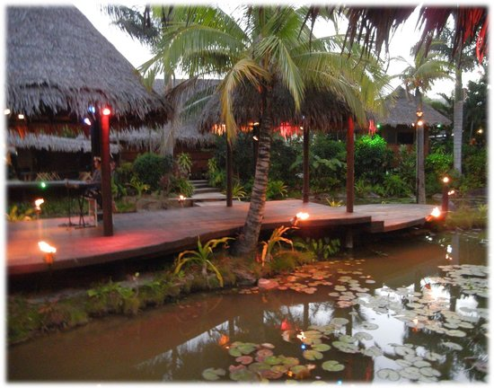 Te Vara Nui Village: Overwater night show