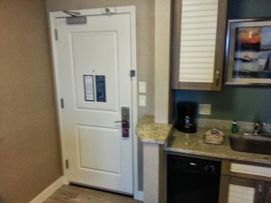Residence Inn Portsmouth Downtown/Waterfront: Entry door has privacy lock and security bar