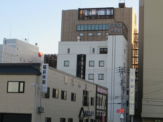 Hotel New Murakoshi : This hotel is located behind Toyoko Inn. No hotel sign, it only has the Japanese name on top.