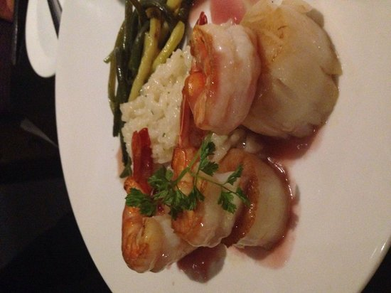 Solano's: Scallops and Shrimp
