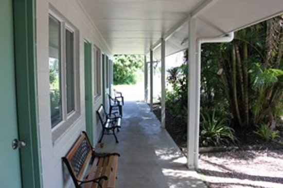 Tully Motel : Outside Corridor