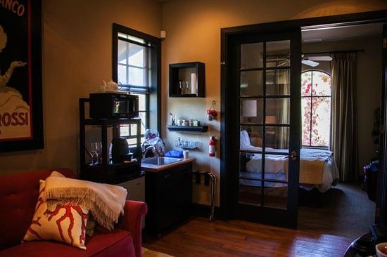 The Madrones : One bedroom suite