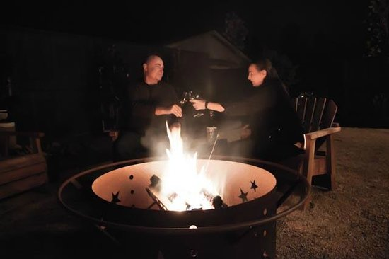 The Madrones : Enjoying the firepit