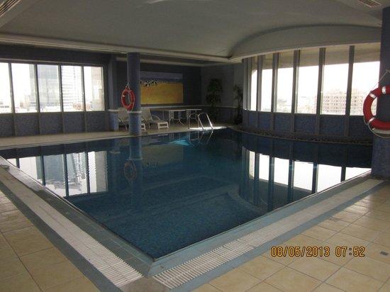 Almuthana Hotel : Indoor pool