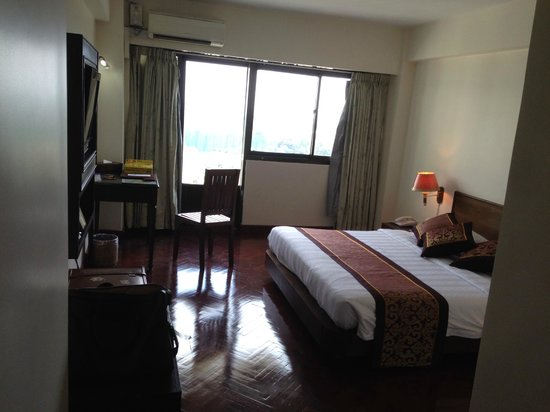 Hotel Yangon: Deluxe Room on 10th floor