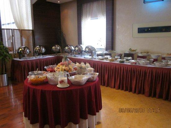 Almuthana Hotel : Breakfast