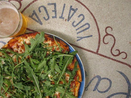 LA68 Casa de Cultura Elena Poniatowska: Pizza de Arugula