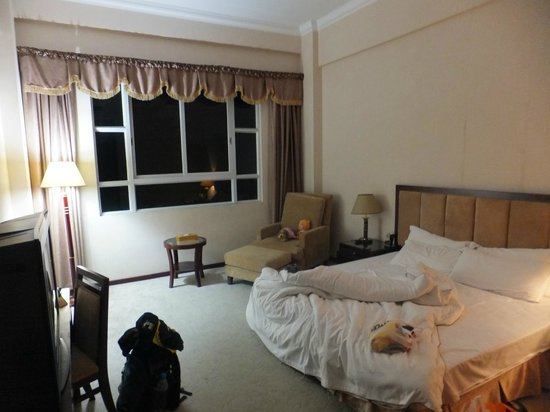 Wangdong Holiday Hotel: The curtains in my rooms looks like Russian hotels in the 1970s.