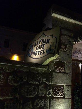 Safran Cave Hotel: ホテルの看板
