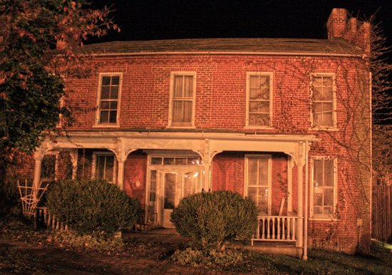 Appalachian GhostWalks: What's Scarier... that this place is haunted or the last resident had 200 cats?