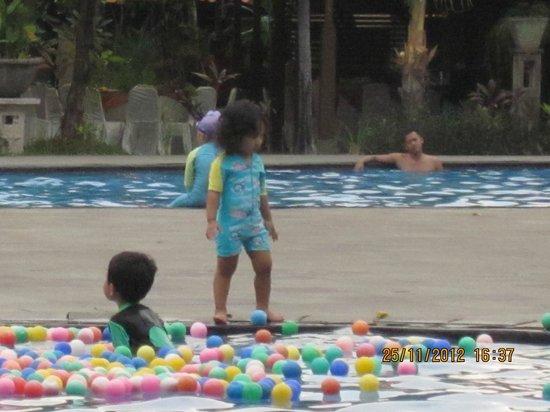 Singgasana Hotel Surabaya: Children pool