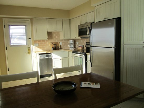 La Jolla Beach and Tennis Club: Kitchen