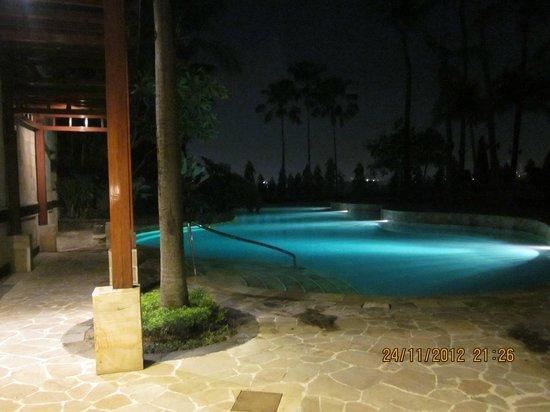 JW Marriott Hotel Surabaya: The pool at night