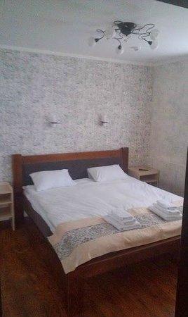 Park Hotel Veles: Спальня в апартаментах. Двуспальная кровать