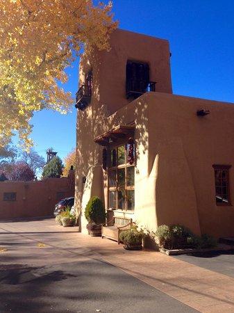 Inn on the Alameda: Grounds - Entrance