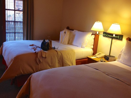Inn on the Alameda: Room - Beds & Patio