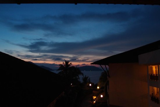 Swiss-Garden Beach Resort Damai Laut: View during sunset