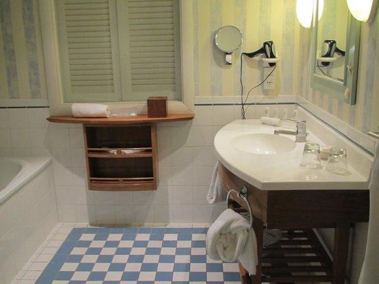 Le Meridien Noumea: lovely big bathroom