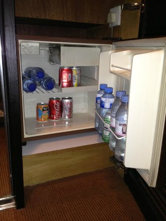 Ramada Hotel Kowloon: soda and bottled water inside the refrigerator were not complimentary