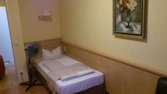 Hotel Royal : Bed