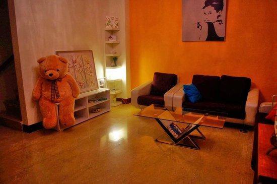 Mistro Homestay: living room