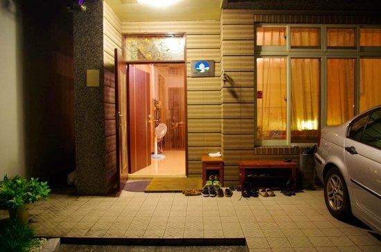 Mistro Homestay: Porch area