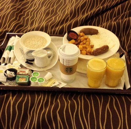 Travelodge Hotel and Conference Centre Regina: Delicious room service for breakfast