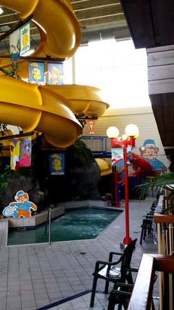 Travelodge Hotel and Conference Centre Regina: Little kids play area/waterslide/pool
