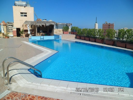 Cherry Maryski Hotel : pool on the roof