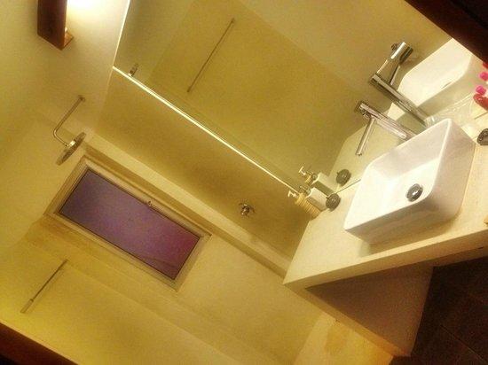 Central Prestige D'Angkor: Bathroom with Rain Shower