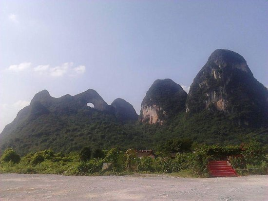 Guilin Yaoshan Mountain Scenic Resort: muntagna della luna