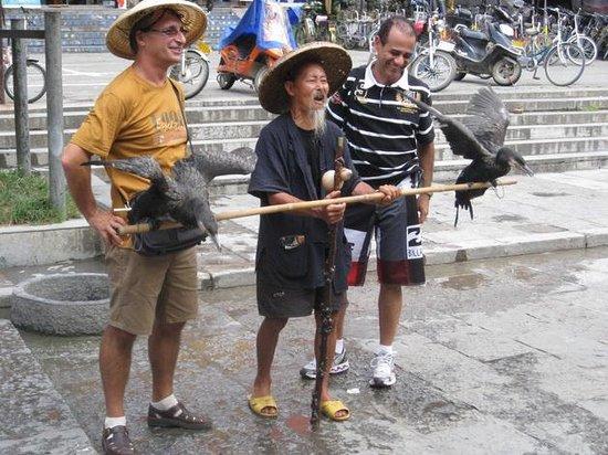 Guilin Yaoshan Mountain Scenic Resort: pescatore coi cocomerano