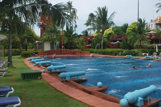 Imperial Boat House Beach Resort: The big pool