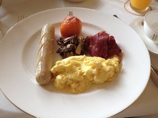 Harrods Cafe: English breakfast (don't order it)