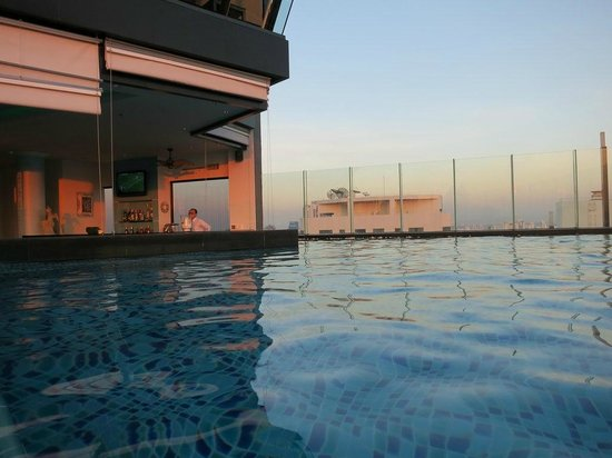 The Continent Hotel Bangkok by Compass Hospitality: great sunny pool