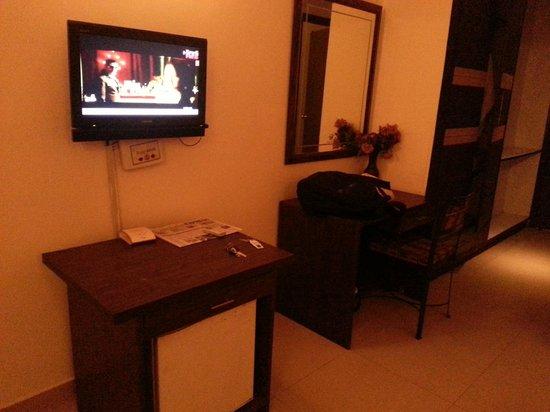 Hotel Taksonz : No coffee or kettle in room