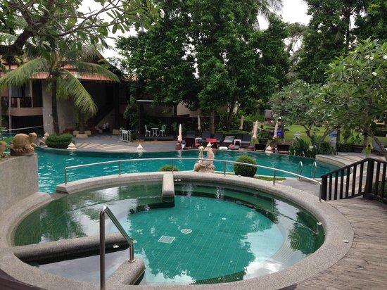 Andaman Cannacia Resort: piscine
