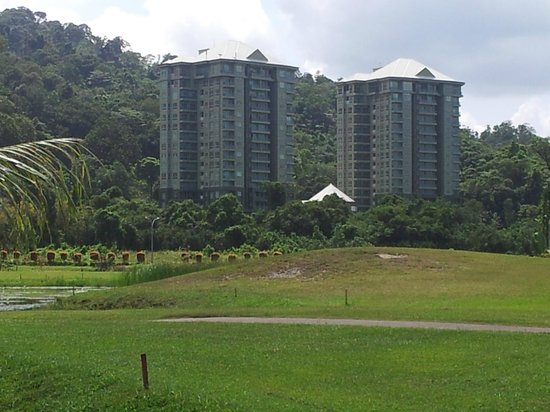 Damai Golf & Country Club: You could live here: Santubong Suites