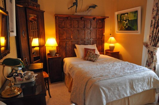Laurel Villa : Loved the headboard!The Patrick Kavanagh Room. Photo Ursula Maxwell-Lewis