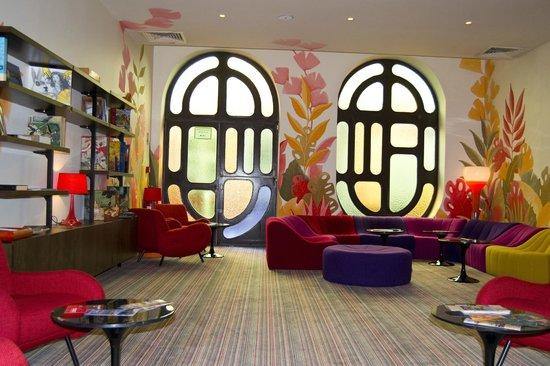 Residence du Vieux Port : salon pour lire, regarder la tv