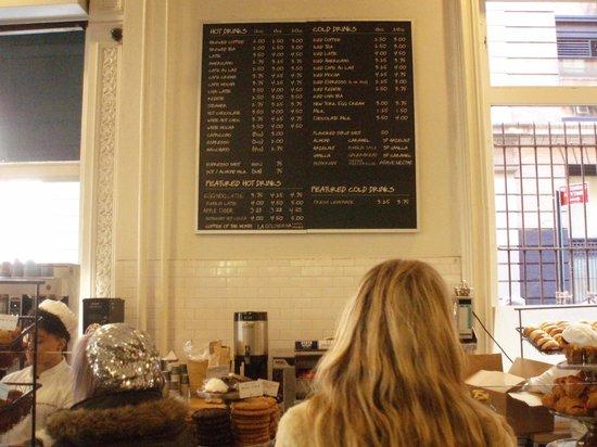 Меню на стене в Dean & Deluca Cafe - Broadway