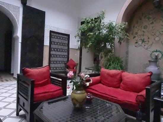 Riad Al Jana: Courtyard seating