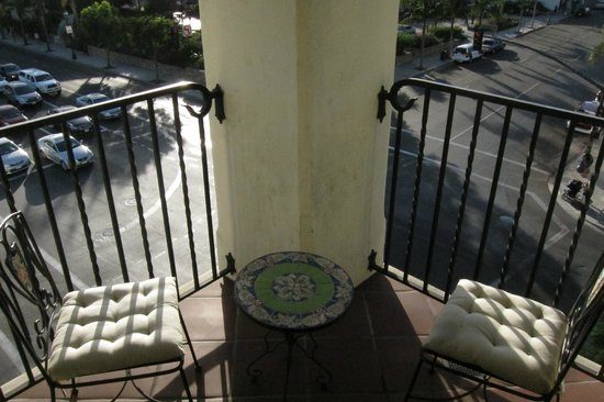 Kimpton Canary Hotel: Balcony of corner Rm 405, with seating