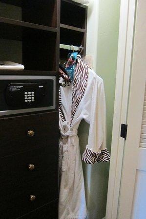 Kimpton Canary Hotel: Love the Kimpton robes