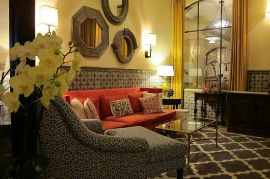 Canary, a Kimpton Hotel: The lovely Mococcan-inspired lobby