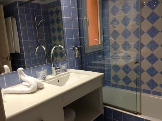 Royal Son Bou Family Club: cuarto de baño