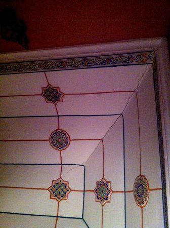 Riad Ker Saada: Ceiling detail in Mandarin-Anis room