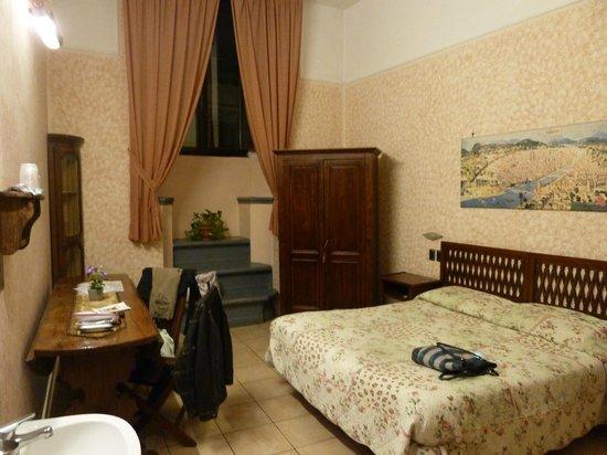 Hotel Locanda Orchidea: notre chambre, au 2e étage sur rue