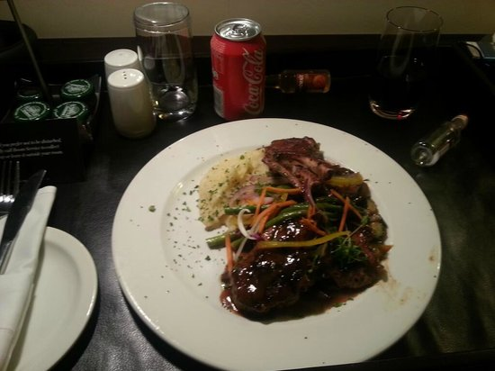 Southern Sun O.R Tambo International Hotel: Lamb chops and Brandy